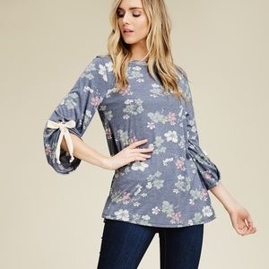 Tops - NWT FLORAL TOP